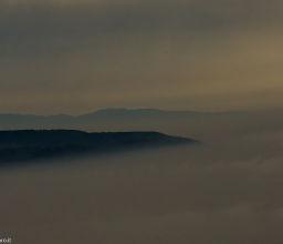 avvolto nella nebbia